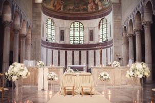 28-chiesa-altare-crocifisso-colonne.jpg
