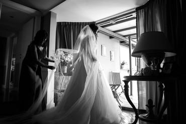 32-sposa-velo-strascico-vestito.jpg