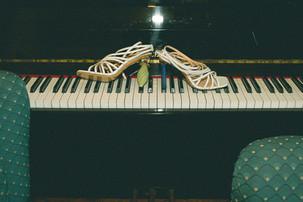 0016 - 134-scarpe-tacchi-tasti-pianofort