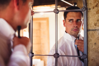 sposo-specchio-cravatta.jpg