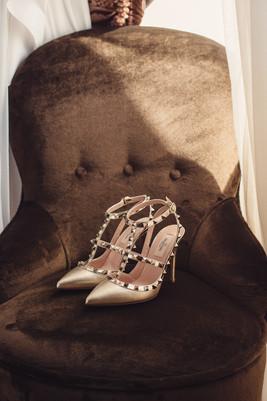 001-scarpe-sposa-velluto-poltrona-elegan