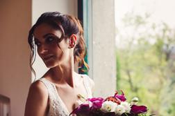 041-ragazza-bouquet-abito-finestra.jpg
