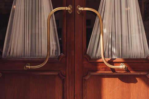 014-porta-maniglia-corrimano-tenda-legno