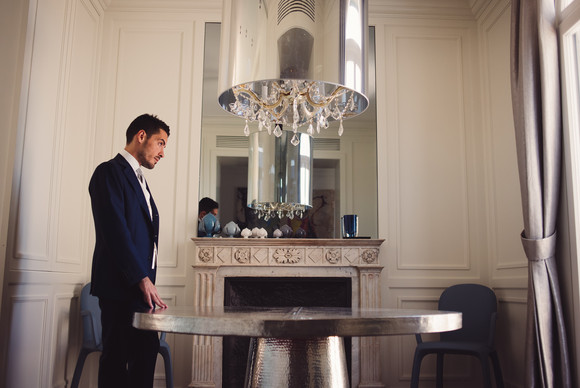 13-sposo-tavolo-specchio-caminetto.jpg