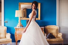 23-abito-sposa-specchio-cane.jpg