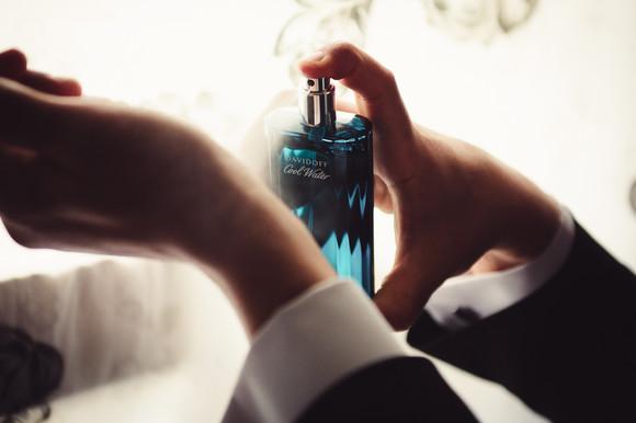 12-profumo-sposo-abito-praparazione.jpg