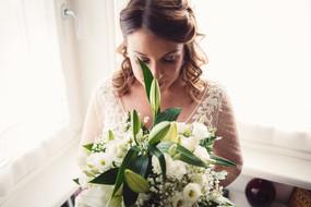 31-bouquet-bianco-sposa-vesito.jpg
