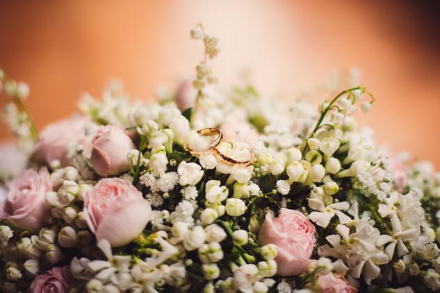 05-fiori-anelli-nuziali-matrimonio.jpg