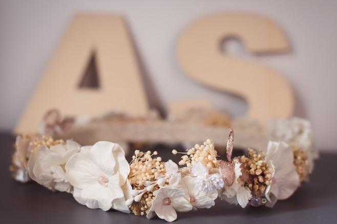 013-iniziali-fiori-legno.jpg