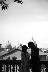 038-balcone-roma-sposi-silhouette.JPG