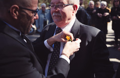 22-matrimonio-gay-sposo-coccarda-arancio