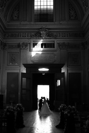 46-portone-silouette-sposi-chiesa-bacio.