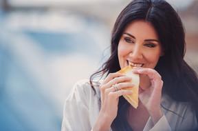 023-sposa-mora-pizza-fame-felice.jpg