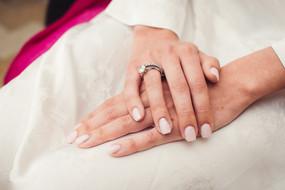 015-mani-anello-diamante-smalto-unghie.j