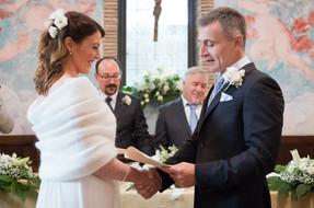 40-sorriso-sposa-sposo-mani-letture-alta