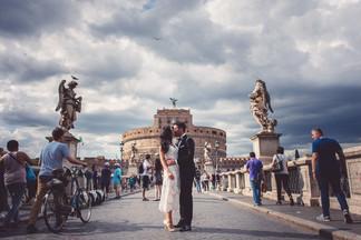 38-bacio-sposi-ponte-turisti-bicicletta.