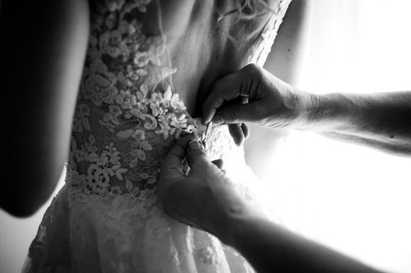 21-sposa-mamma-vestito-bottoni.jpg