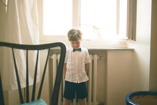 0014 - 132-bambino-castigo-finestra-puni