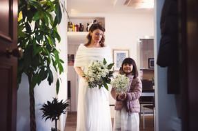35-reportage-sposa-figlia-bouquet.jpg