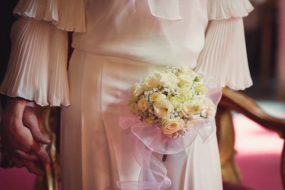 020-mani-bouquet-abito-bianco-plissettat