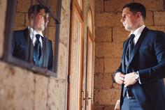 sposo-specchio-giacca-reportage-riflesso