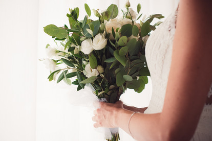 035-bouquet-mani-finestra-bianco.jpg