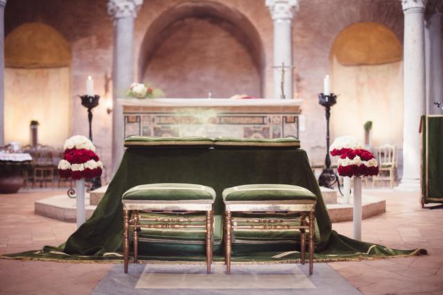 29-altare-sgabelli-velluto-addobbi-matri