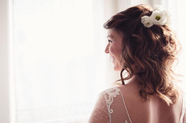 30-sposa-ritratto-finestra-acconciatura-