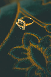 0003 - 121-anello-diamanti-velluto-oro.j