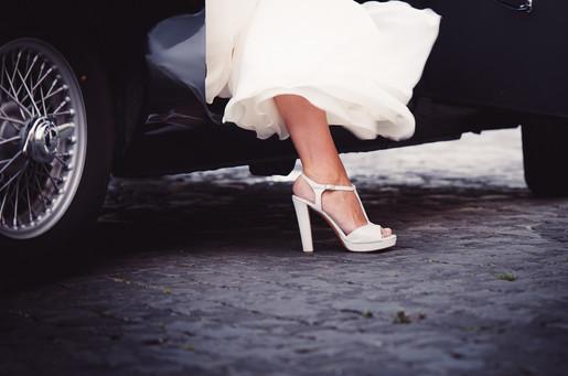 22-piede-sposa-automobile-sportello.jpg