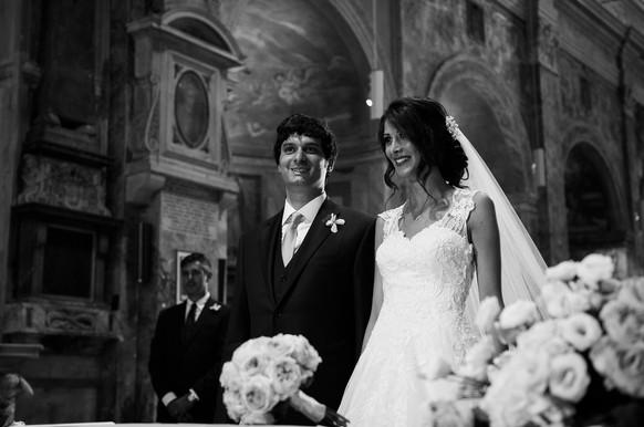 42-sorriso-sposi-altare.jpg