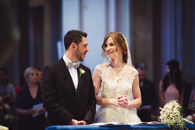 35-sorrrisi-sposi-altare-velluto-blu.jpg