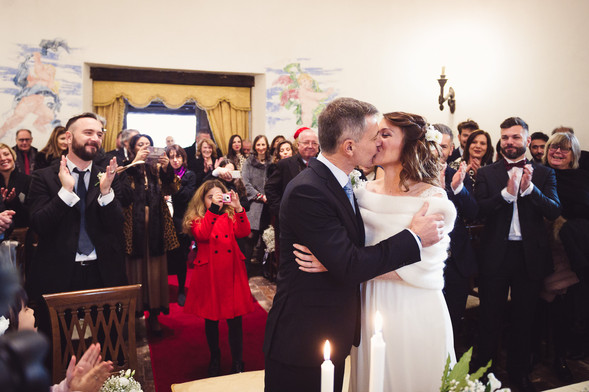 45-chiesa-borgo-merluzza-sposi-bacio-alt