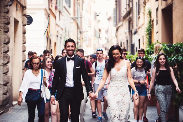 40-sposi-mano-nella-mano-felicita.jpg