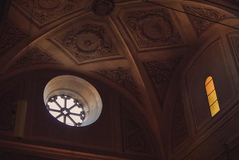 048-rosone-chiesa-interno-luce-volta.jpg