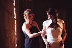 vestito-sposa-sorella-finestra-preparati