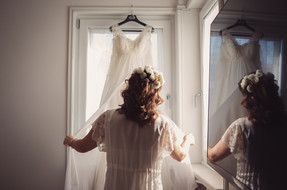 23-vestito-sposa-finestra-bellezza-repor