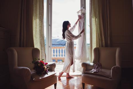 041-abito-sposa-finestra-terrazzo-hotel.