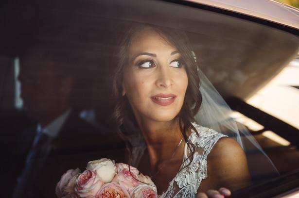 34-sguardo-finestrino-automobile-sposa.j