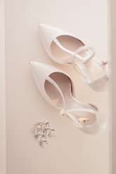 15-scarpe-sposa-orecchini-bianche.jpg