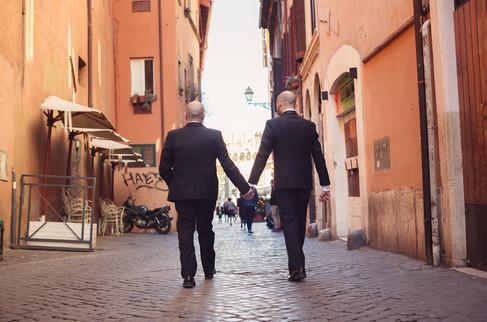 52-matrimonio-gay-uomini-mano-sposi.jpg
