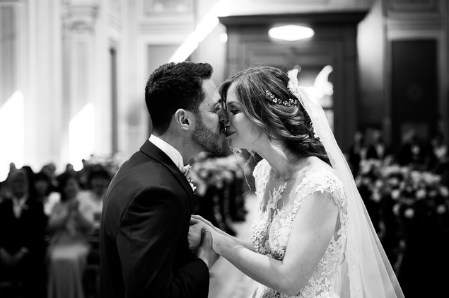 42-bacio-sposi-chiesa.jpg