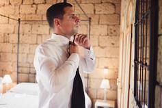 sposo-specchio-cravatta-reportage.jpg