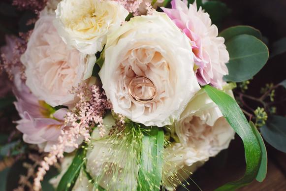 bouquet-sposa-anelli-matrimonio-reportag