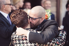 21-matrimonio-gay-saluto-mamma-sposo.jpg