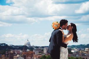 16-reportage-sposi-bacio-cielo-azzurro.j