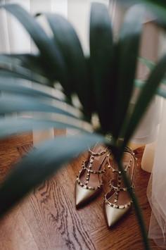 033-scarpe-sposa-pianta-parquet-tenda.jp
