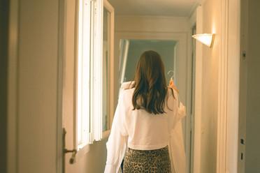 0017 - 135-sposa-corridoio-abito-finestr