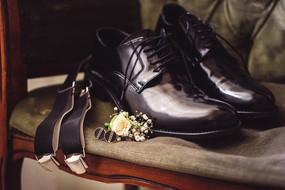 02-scarpe-sposo-bretelle-gemelli.jpg