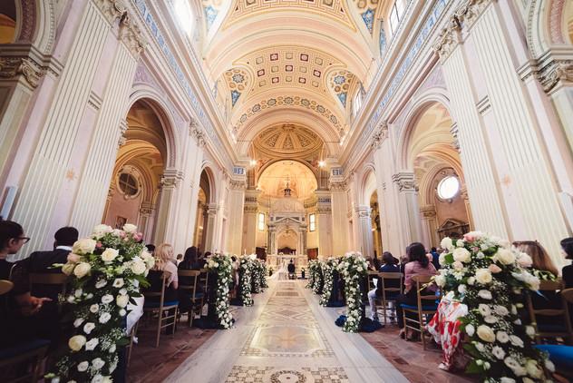 36-matronio-panoramica-chiesa-navata-aff